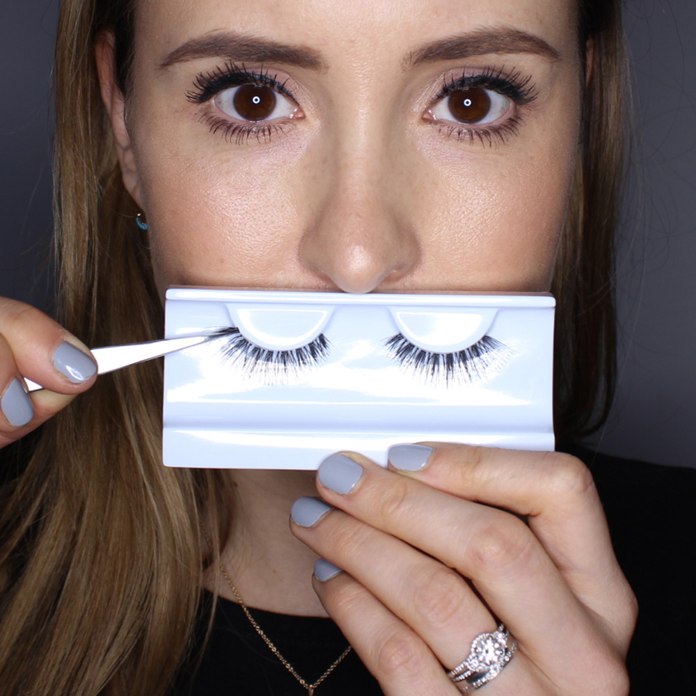 How to Wear Fake Eyelashes for Beginners-Step by Step Tutorial