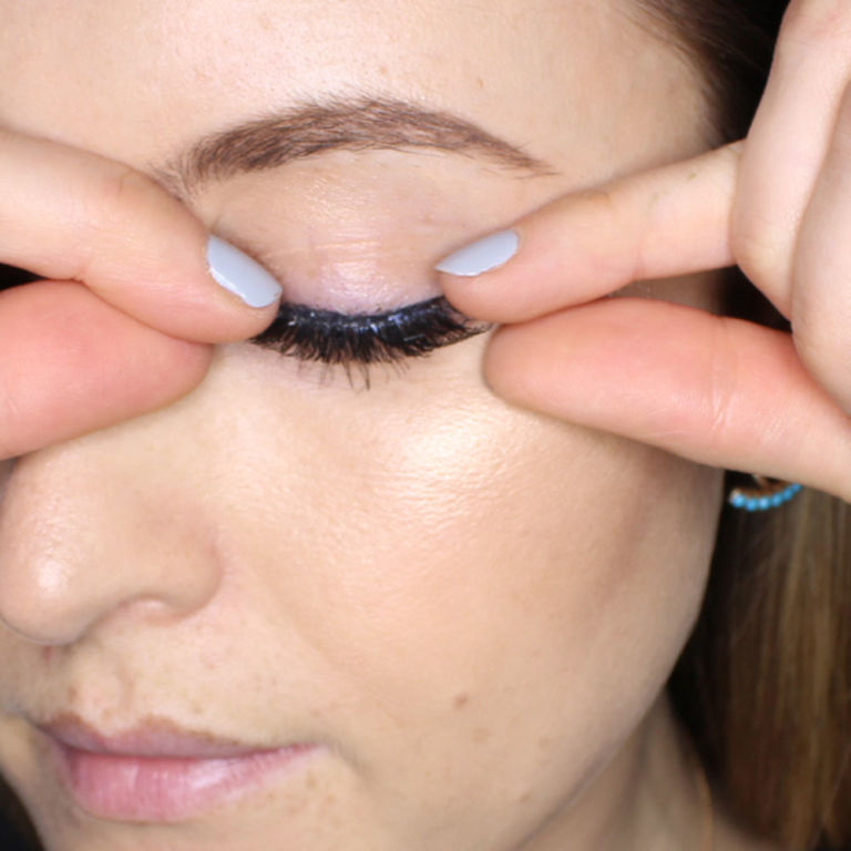 step6 How to Wear Fake Eyelashes for Beginners-Step by Step Tutorial