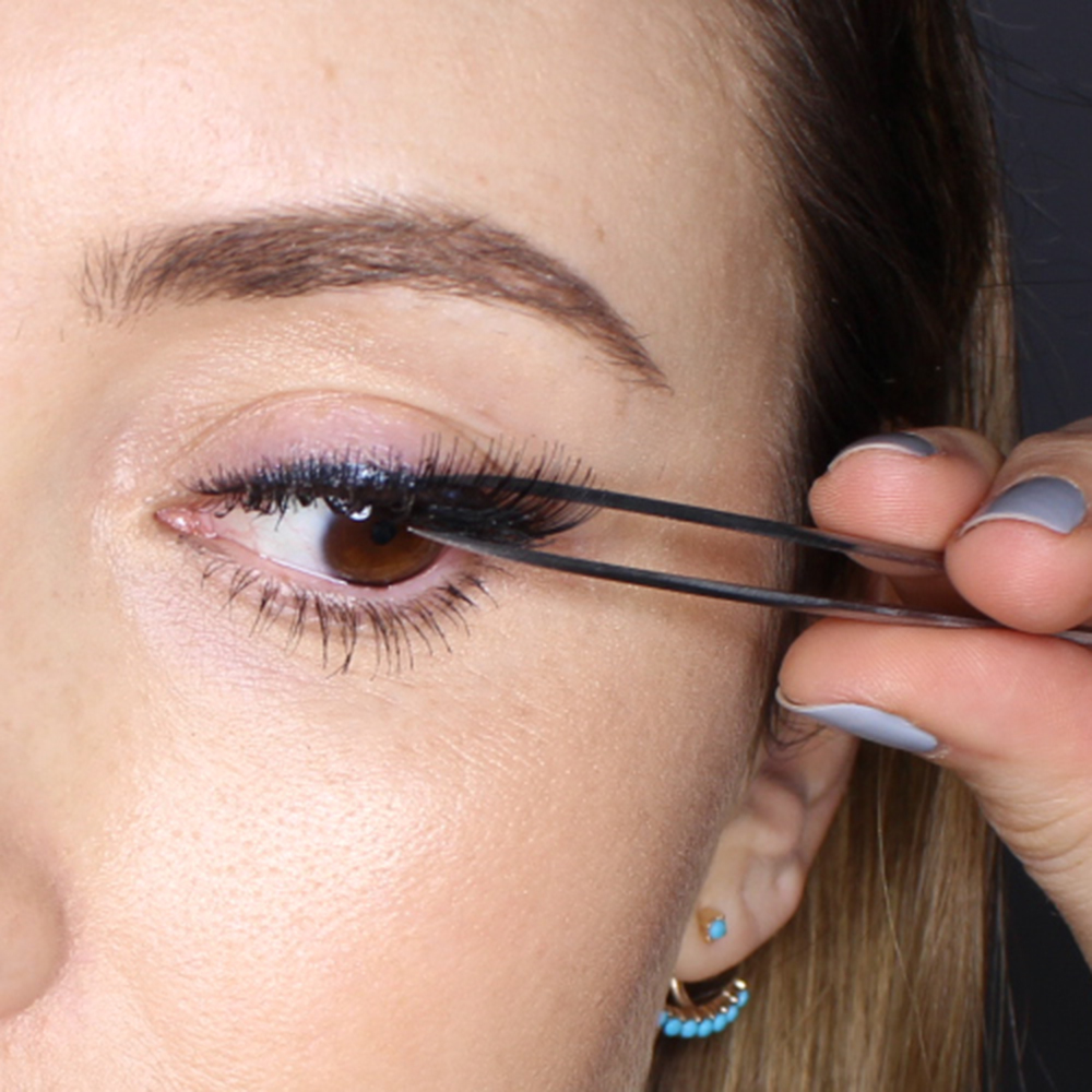 step7 How to Wear Fake Eyelashes for Beginners-Step by Step Tutorial