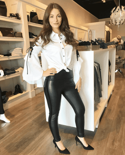 bell sleeved outfit